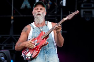 seasick_steve_hard_rock_calling_200902_website_image_gallery_standard