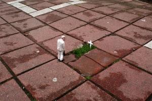 street-art-Brussels-Belgium-isaac-cordal