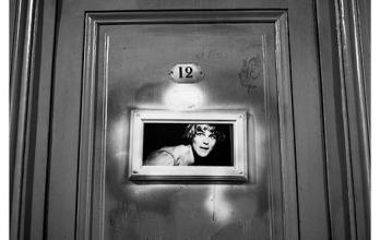 """Porte de la loge du danseur Žtoile Micka'l Denard, le 17 juillet 1987. (fragment de la sŽrie """"Un portrait de l'OpŽra de Paris, 1986-1990"""")"""